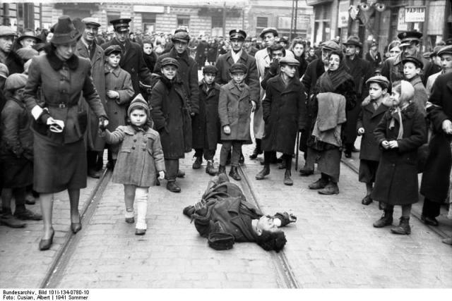 Polen, Ghetto Warschau,Straßenszene